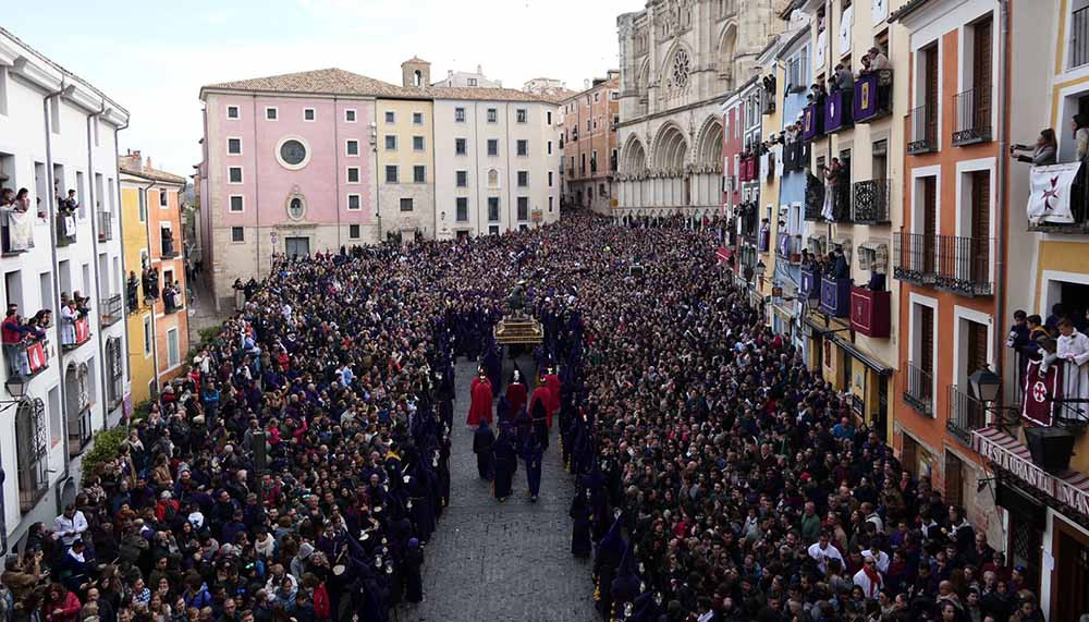 Cuenca Semana Santa con Minicaravanas Caretta