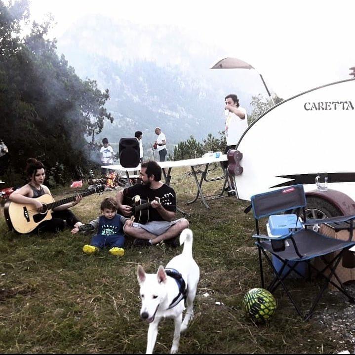 Acampada libre con tu minicaravana Caretta y tu mascota