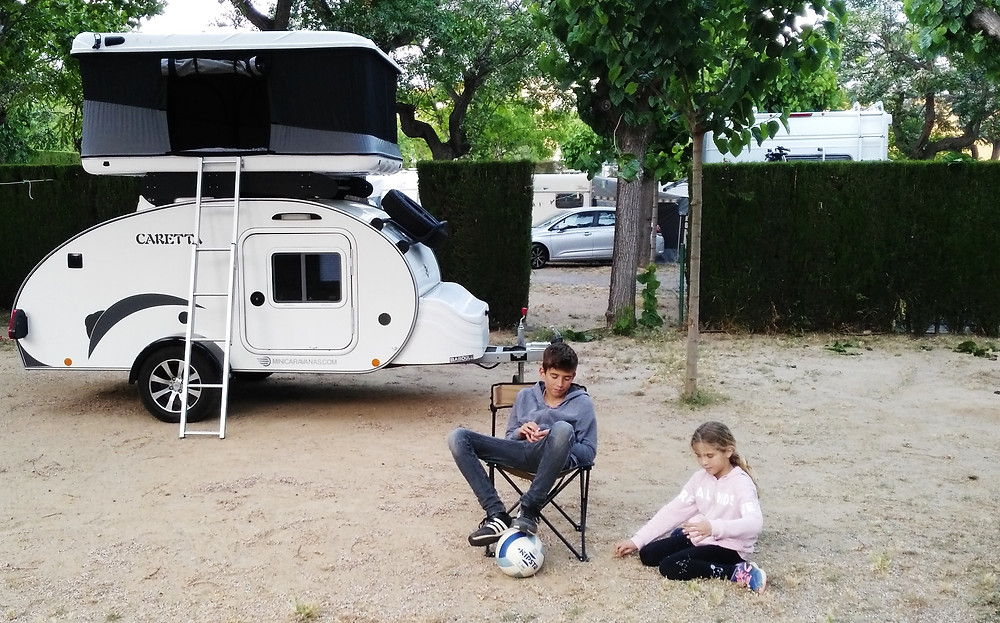 Minicaravanas Caretta con niños en el camping