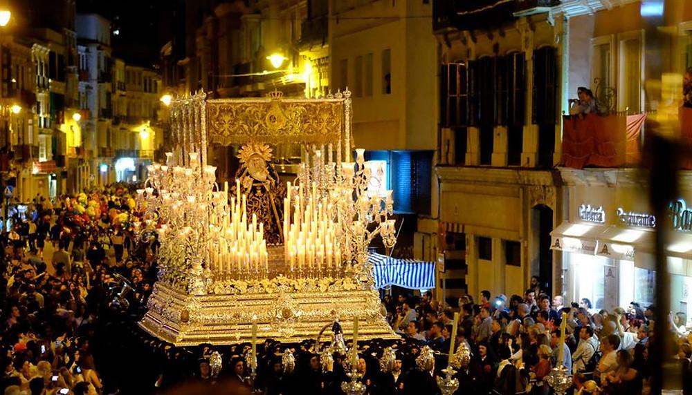 Málaga Semana Santa con Minicaravanas Caretta