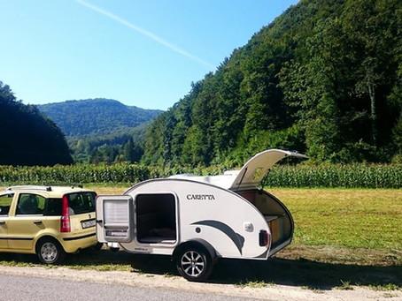 ¿Puedo dormir en una mini caravana fuera del camping? Legislación española