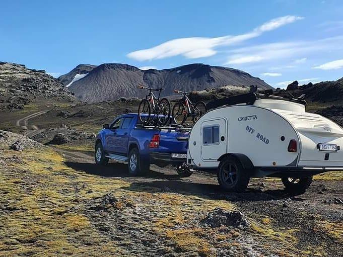 Disfrutando en la montaña a bordo de una Caretta Offroad