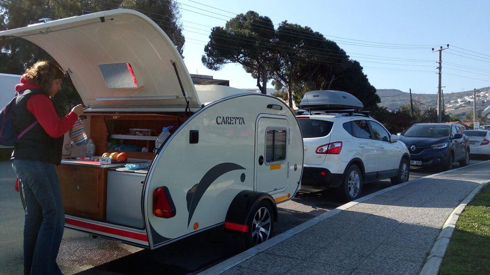 Mini Caravanas España aparcada en la vía pública