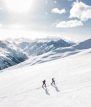 two-man-hiking-on-snow-mountain-869258_e