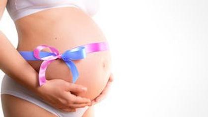 schwanger-bauch-mit-geschenkband-stock-f