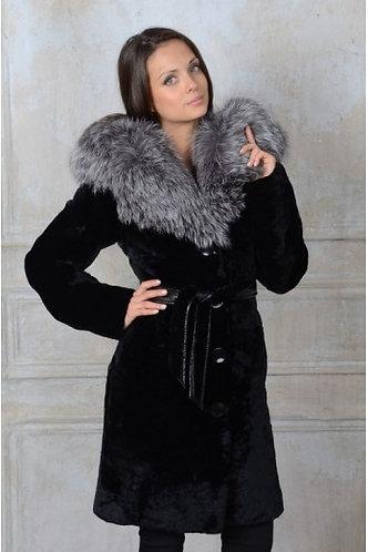 Императрица furs / Шуба натуральная из мутона с капюшоном меха блюфрост
