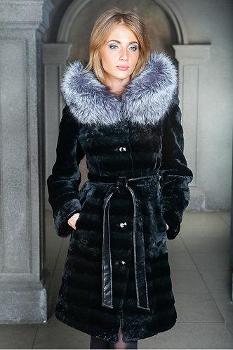 Императрица furs / Шуба натуральная из мутона с капюшоном меха чернобурки