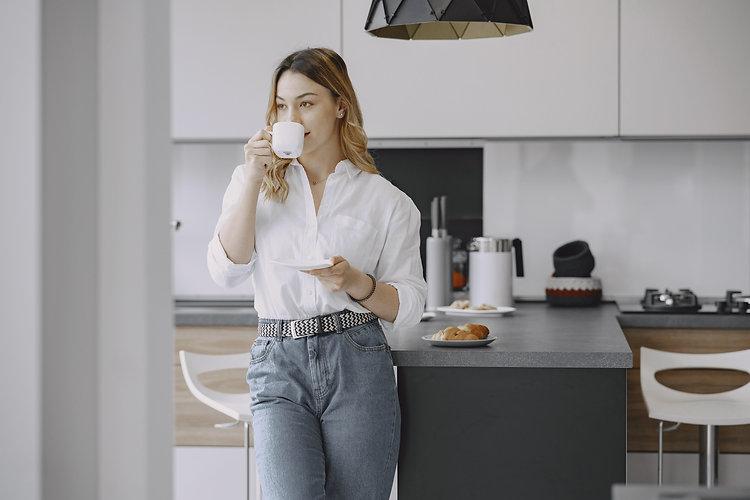 dawn-people-woman-coffee-4920562.jpg