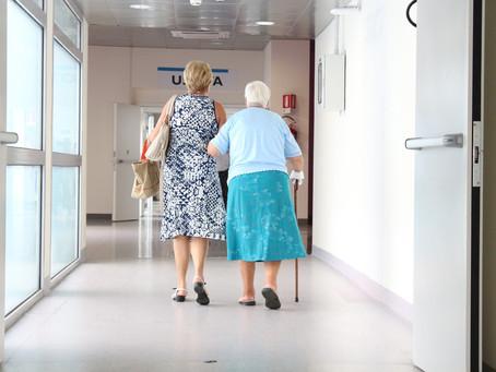 Como prevenir quedas em pessoas idosas