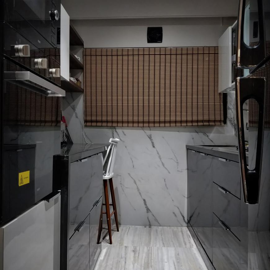 Luxerior Vile Parle 2BHK Kitchen.jpg