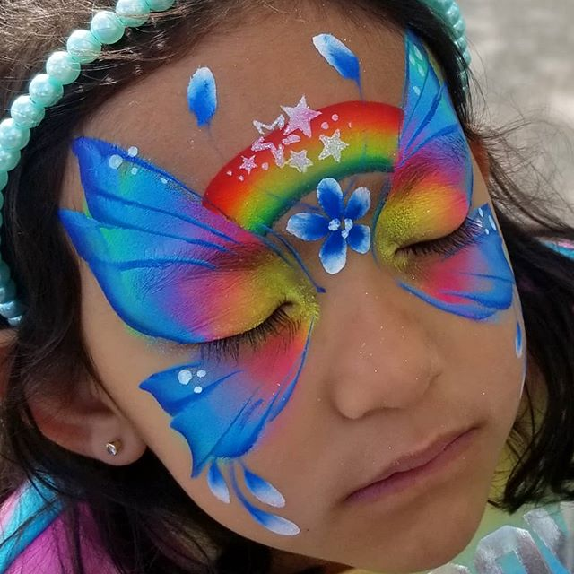 Facepaintfever.com to book