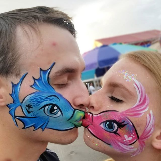 I got to paint the kissing fishes!! 😀🐟