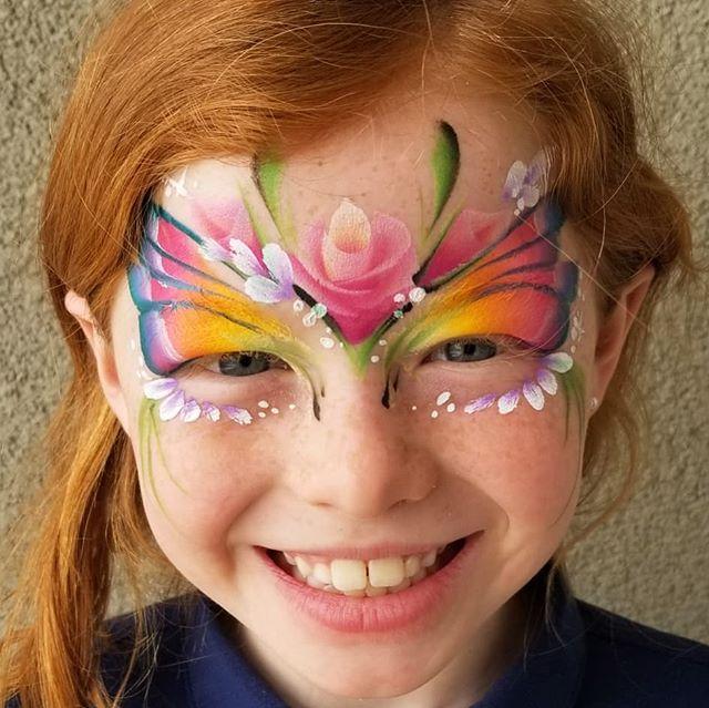 Springtime garden fairy 🧚♀️🌼🌻🌷🌹🐝�