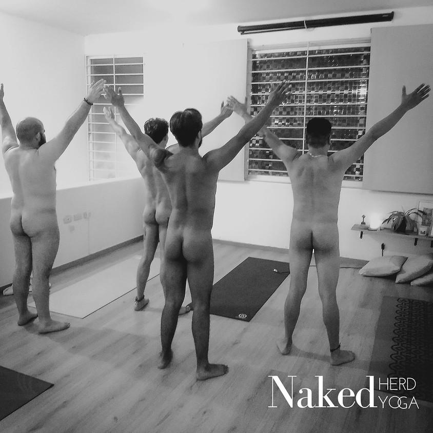 Clase de Yoga al Desnudo