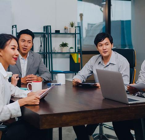 millennial-asia-businessmen-businesswome