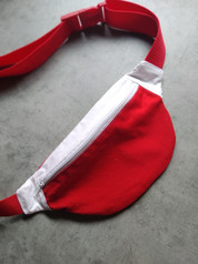 Piros-fehér övtáska