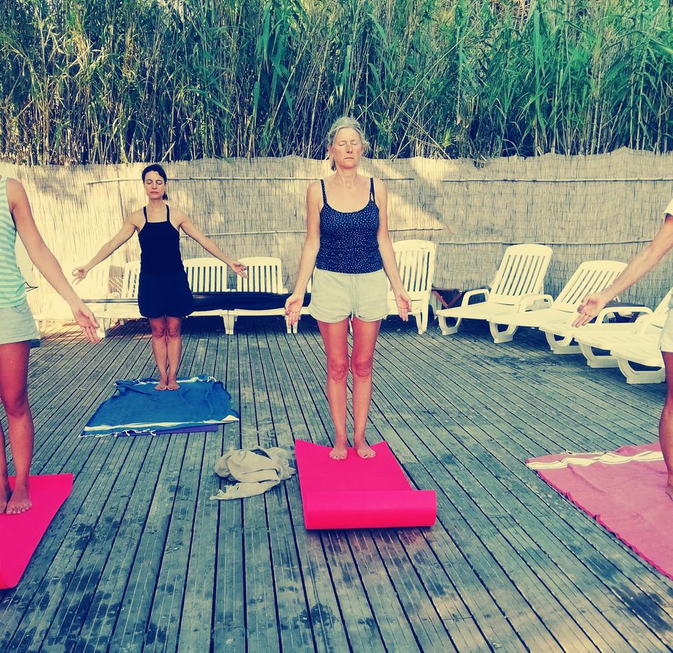 Cours collectif de yoga.j