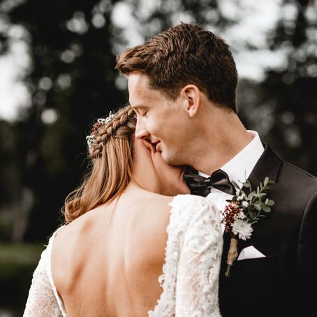 Bryllup med rødt tema i Holmestrand