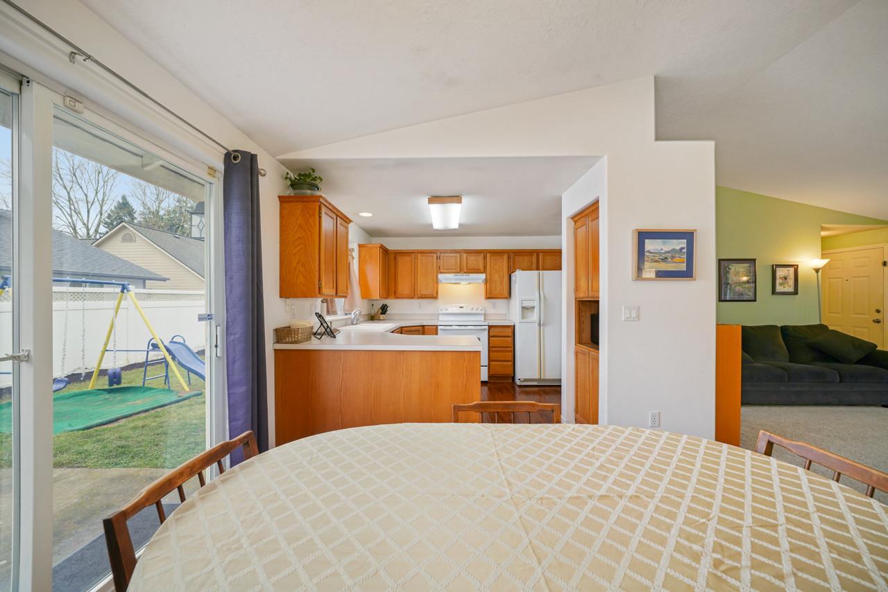 4256 Geranium Ave NE MLS-8.jpg