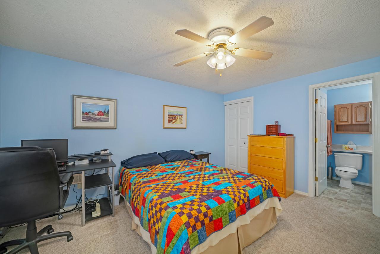 4256 Geranium Ave NE MLS-15.jpg