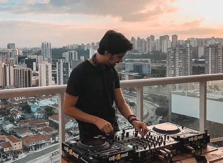 Conheça DJ Sunroi, nova atração do Reveillon N1 de Itacaré