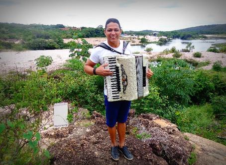Targino Gondim faz show em São Paulo e destaca festival de Itacaré