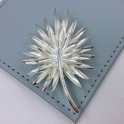 Whispering Grass Magnetic Scarf Pendant / Brooch