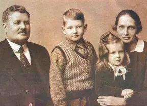 Pastor_Daniel_Berg_e_família.jpg