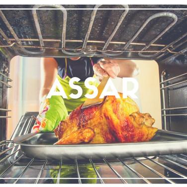 Cozinhar alimentos circundando-os com calor seco, em ambiente fechado, como no forno.
