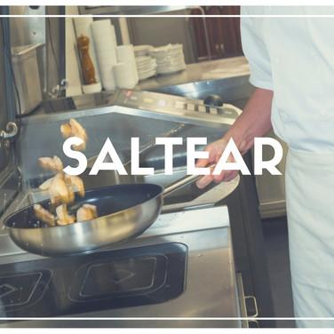 Dourar rapidamente um alimento em fogo alto e com uso de pouca gordura. Este processo tende a dar muito sabor, devido a fumaça que é criada com o salteado.