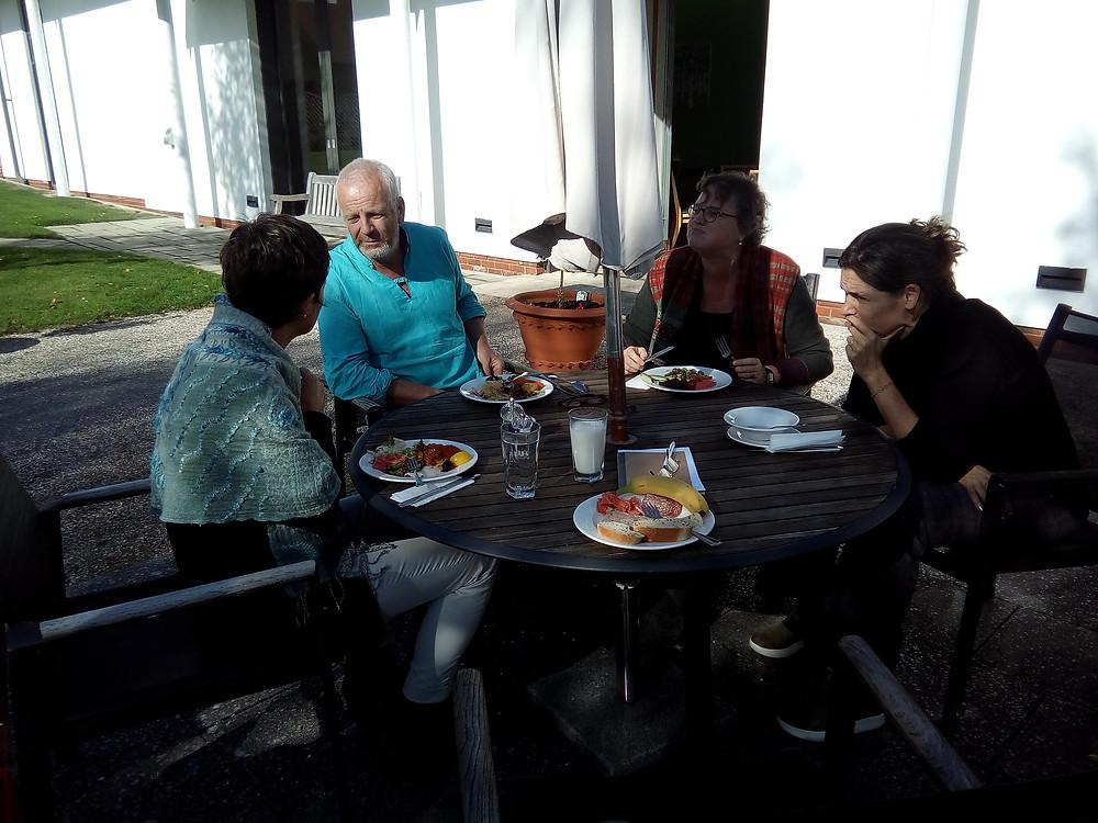 De Nederlandse delegatie aan de lunch