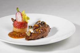 Air France entrusts its La Première menu to triple Michelin-starred chef Arnaud Donckele.