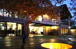 Kierieklapper River House.... Self catering luxury in the African Bushveld.