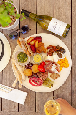 Delicious dining in the winelands every day of the week.