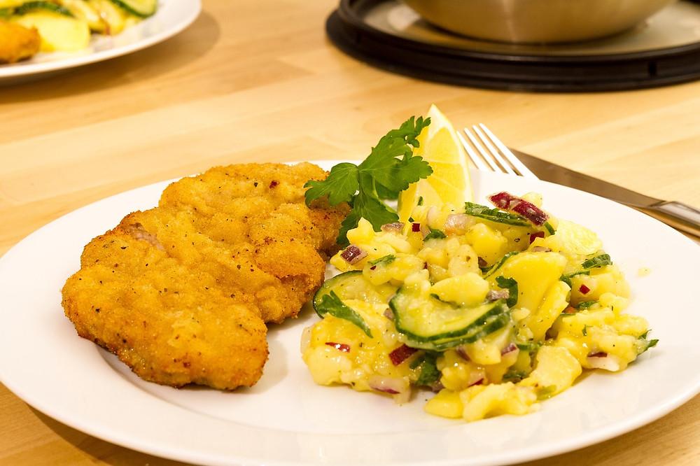 Vyzkoušejte lehký bramborový salát