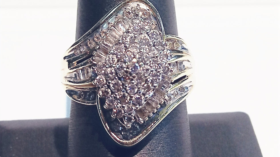 Ladies 10kt Yellow Gold and Diamond Ring
