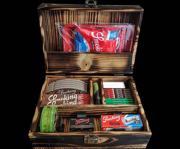 Set for rolling tobacco in a handmade suitcase