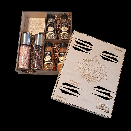 Spice set in a pressed wood box