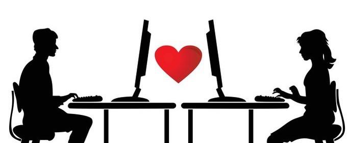 Homem e mulher conversando pelo computador