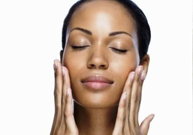 Limpezas de pele exigem cuidados para não piorar casos de acne