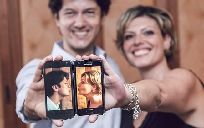 Casal que se conheceu por aplicativos de relacionamento