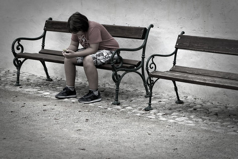 Psicóloga alerta para comportamentos de risco e suicídio entre jovens