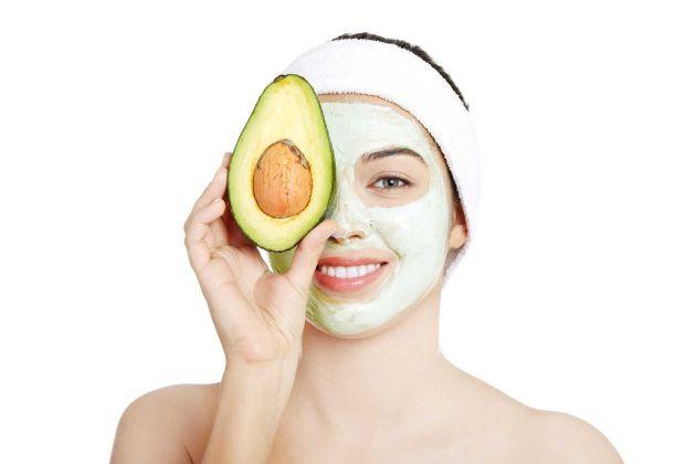 O abacate pode ser utilizado para fazer hidratação de pele