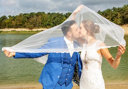 stoere bruidsfoto in Zeeland.jpg