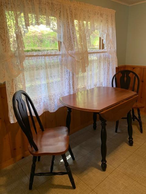 Day Cabin dining.jpg