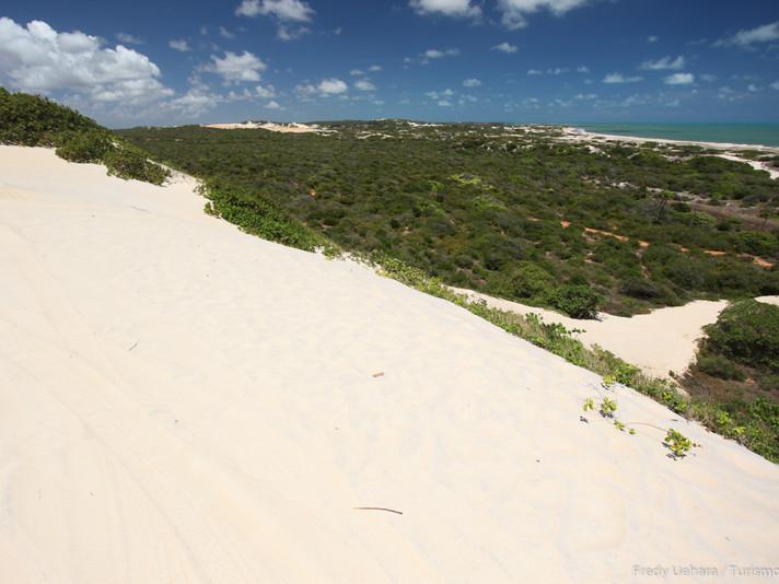 Praia de Pitangui (2).jpg