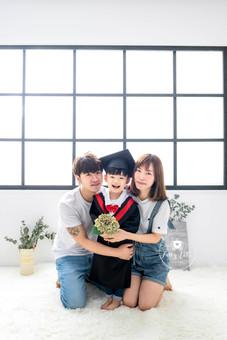 畢業相-香港-家庭相.jpg