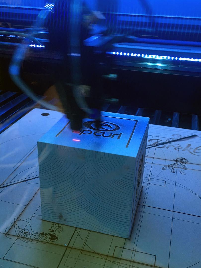 Gravação a laser   Gravação em pinho