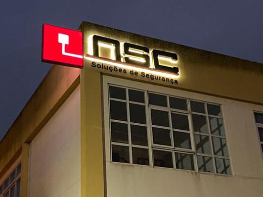 NSC |  Logótipo em monobloco com iluminação LED