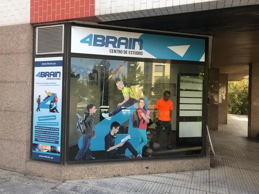 4Brain | Decoração de montras e loja